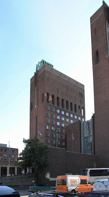 Oslo, Fridtjof Nansen Square, Rathaus. Осло, Площадь Фритьофа Нансена, Ратуша