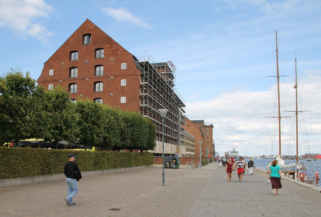 Копенгаген. Набережная Ларсенс Пладс.Синий пакгауз (Det Blå Pakhus, Larsens Plads)