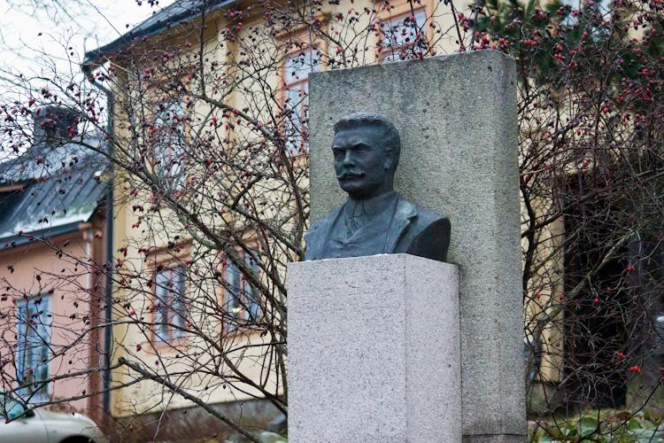 Памятник Руннебергу. Порвоо.