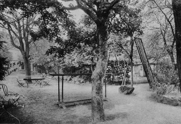 Cours Normal de Montmartre. Les jardins_1950-60.jpg