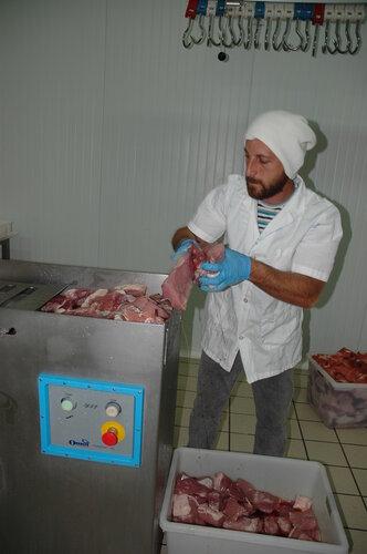 Как в Италии делают колбасу
