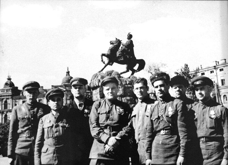 44-Командование Каменец-Подольским партиз. соед. Бутаенко, Кузовком, Овсиенко, Спещинский. Киев, 44.jpg