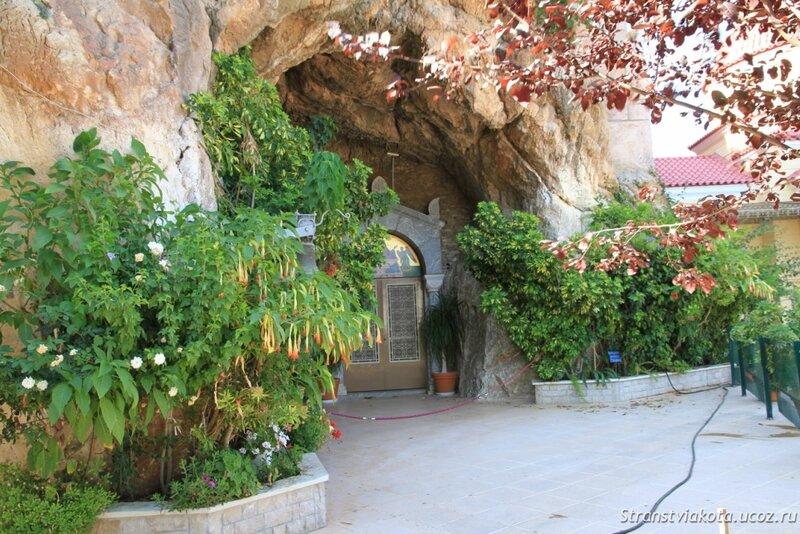 Пелопоннес, Кефалари, Храм Животворящего источника