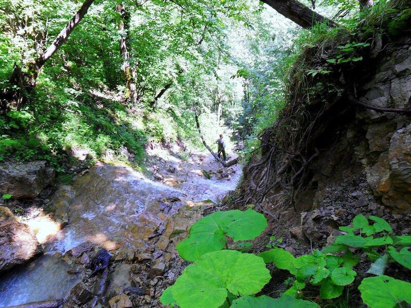 У горного потока, Фото туристическое