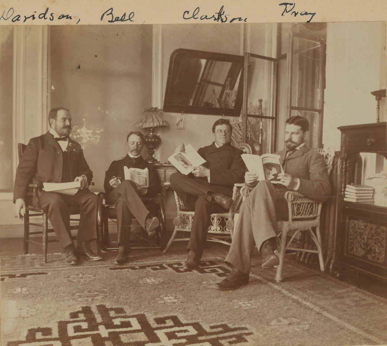 Четверо друзей за чтением на террасе. 1899
