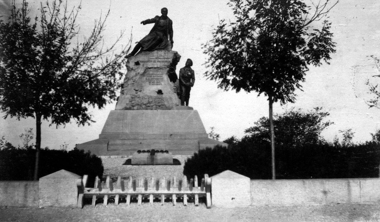 Памятник Корнилову