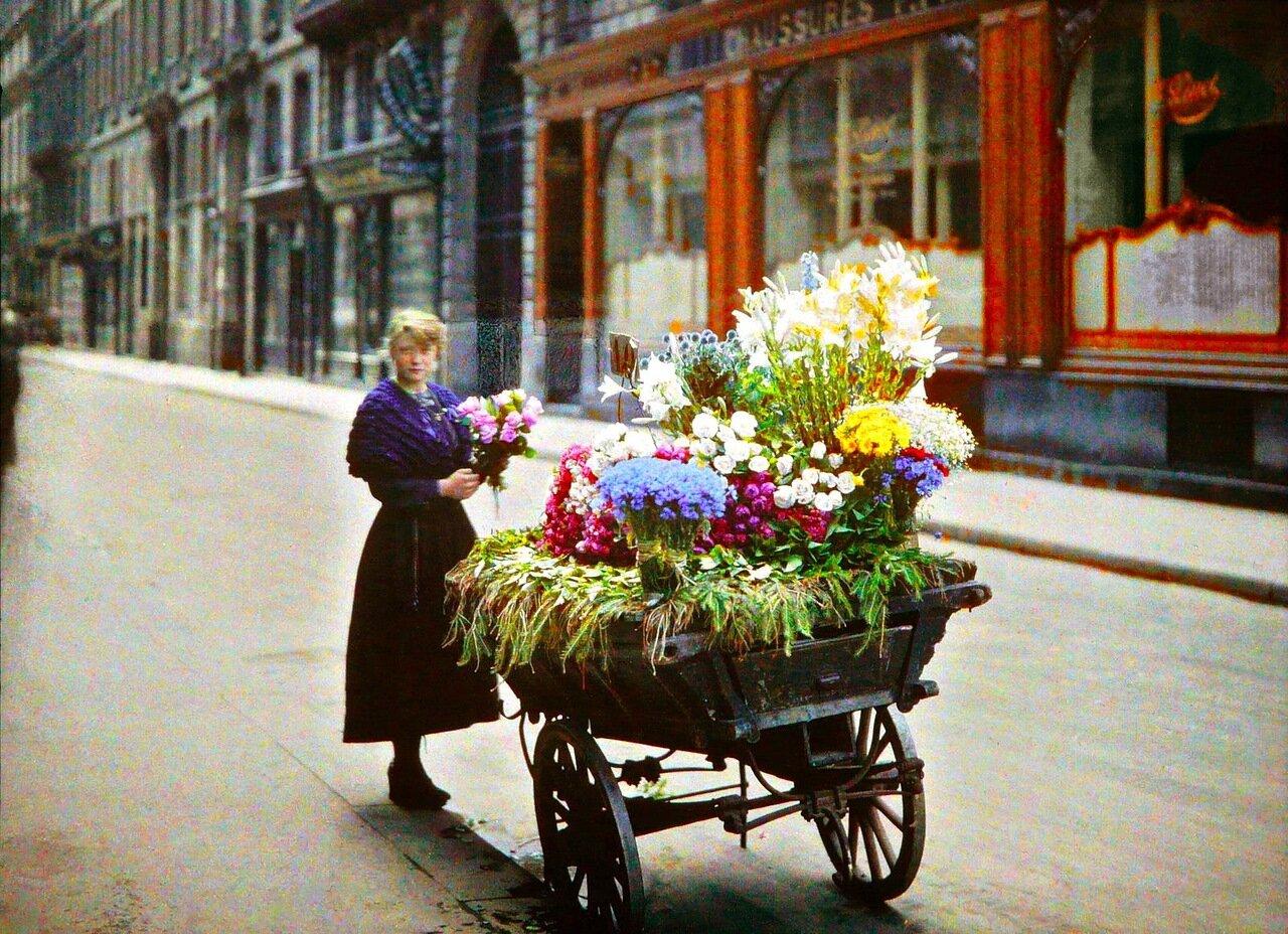 1918. Цветочница с улицы Камбон