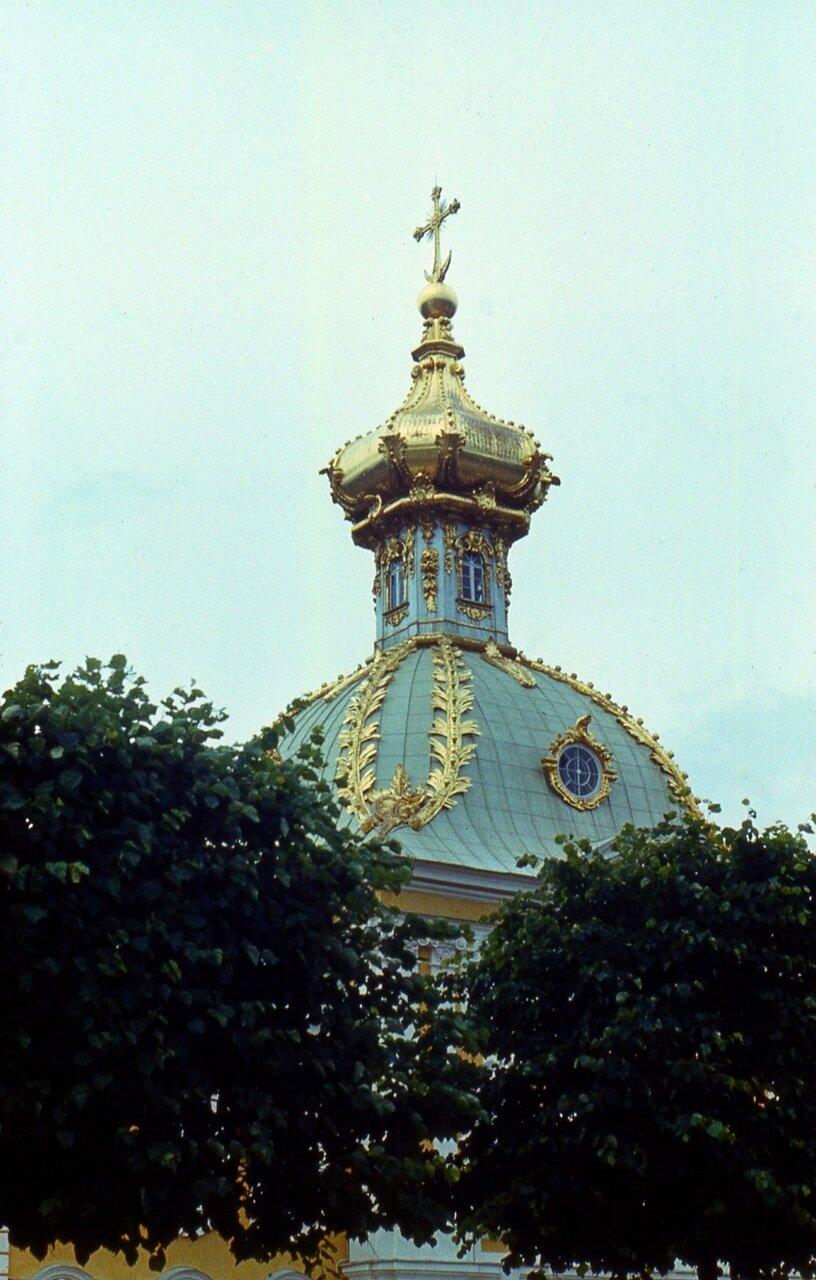 32.  Дворцовая  церковь