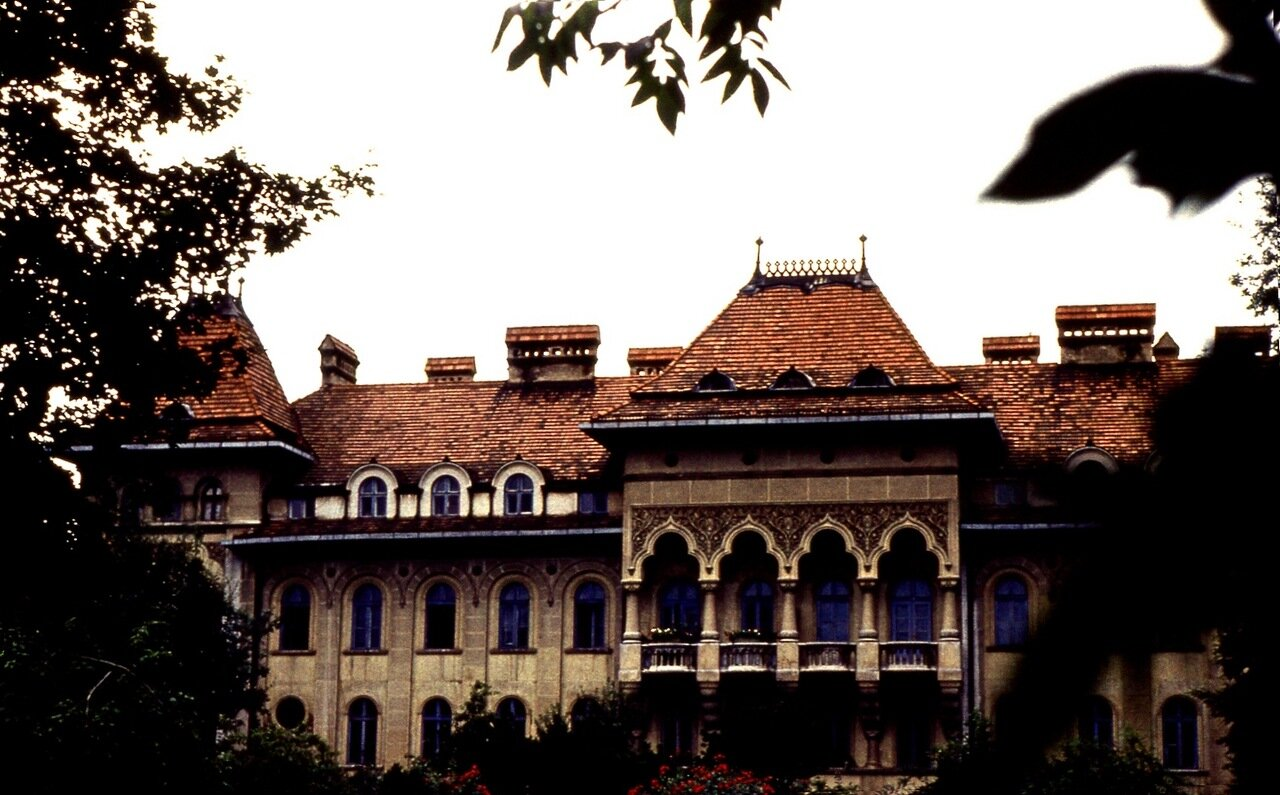 9.  Дворец