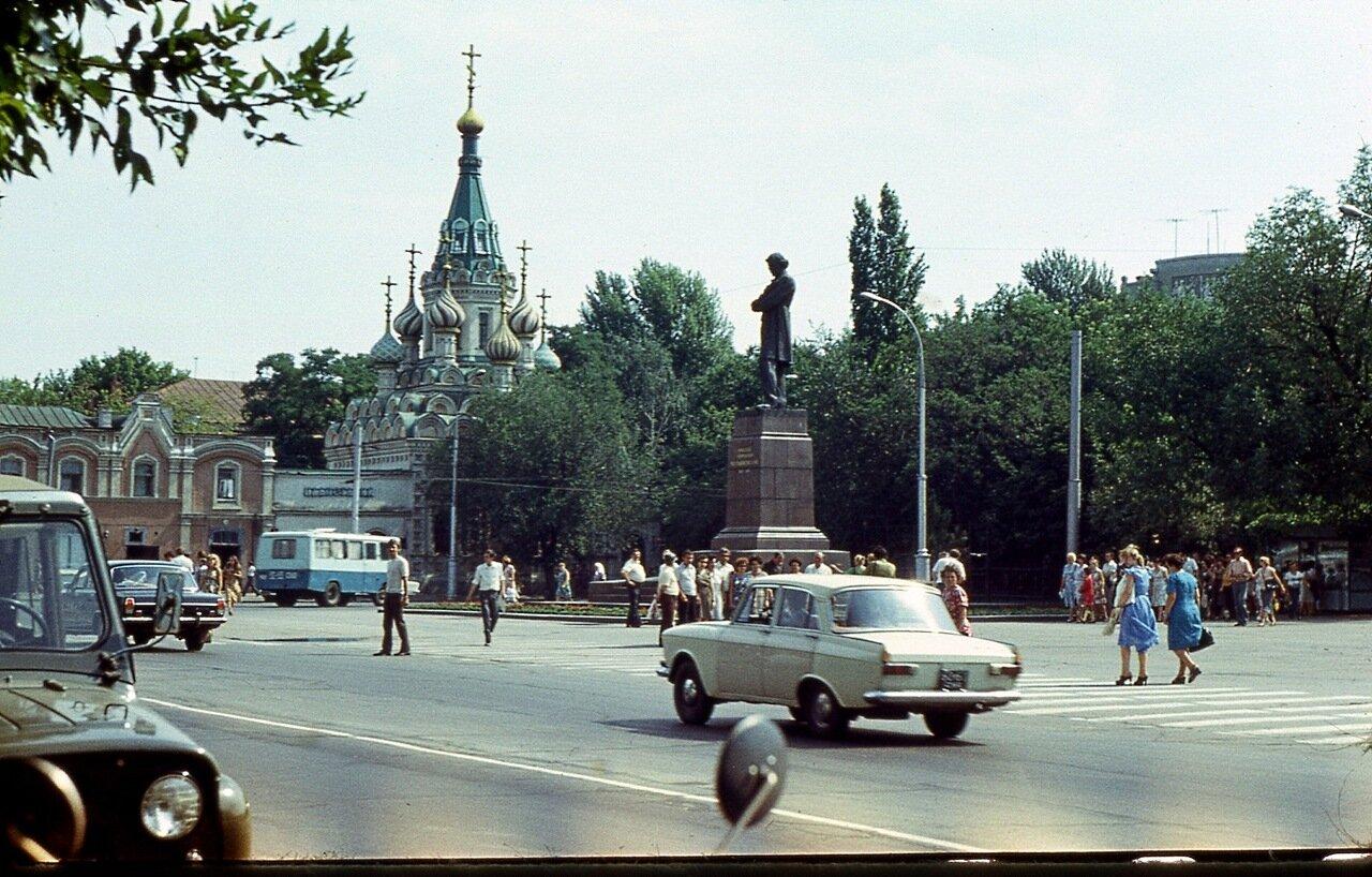 104.  Площадь  Чернышевского