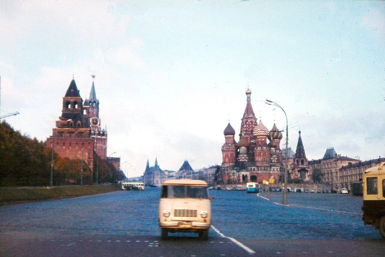 MOSCOU - Vers la Place Rouge