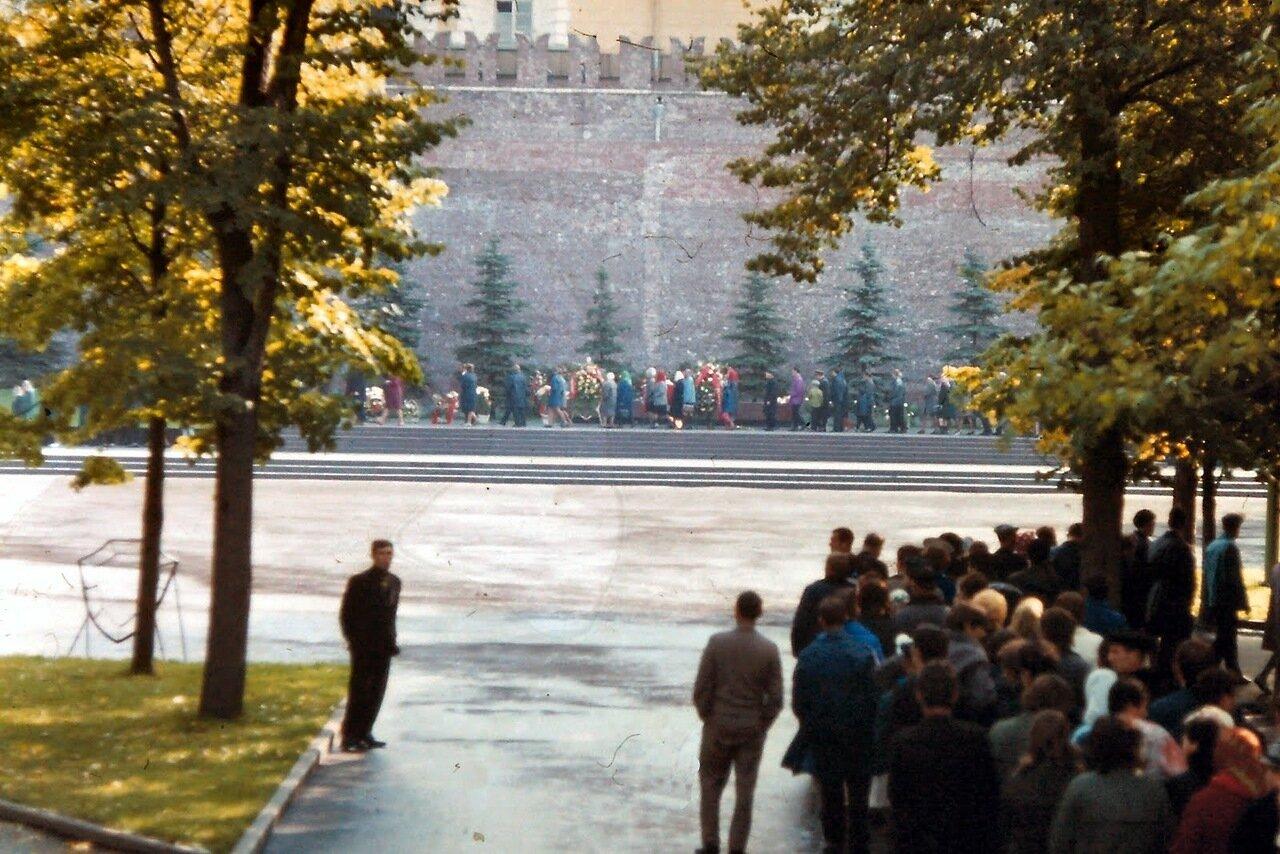 MOSCOU - Files pour la visite du mausolée de Lénine