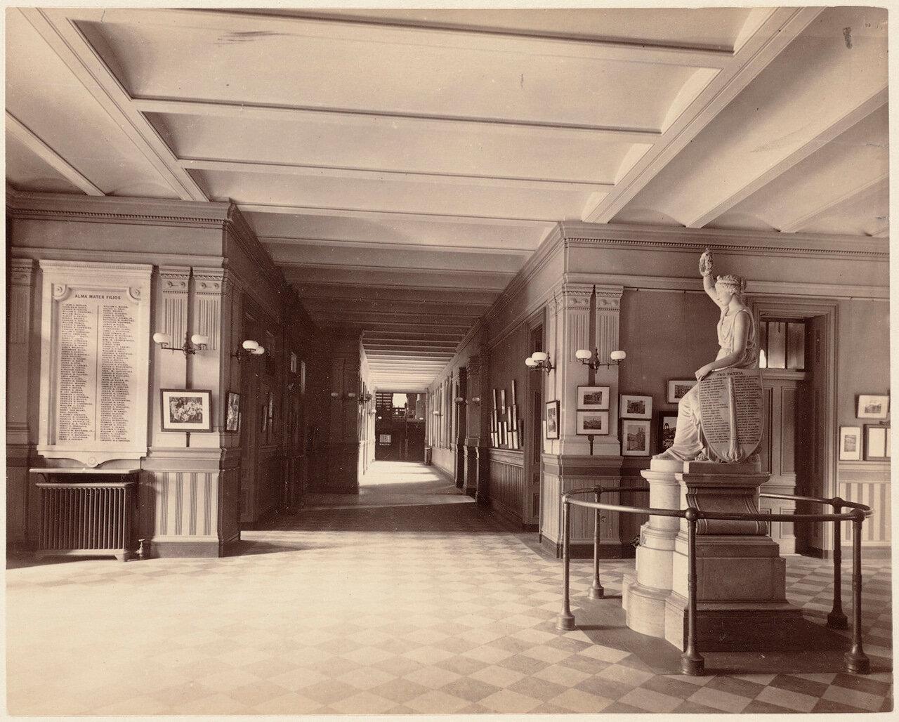 1893. Бостонская Латинская школа, коридор