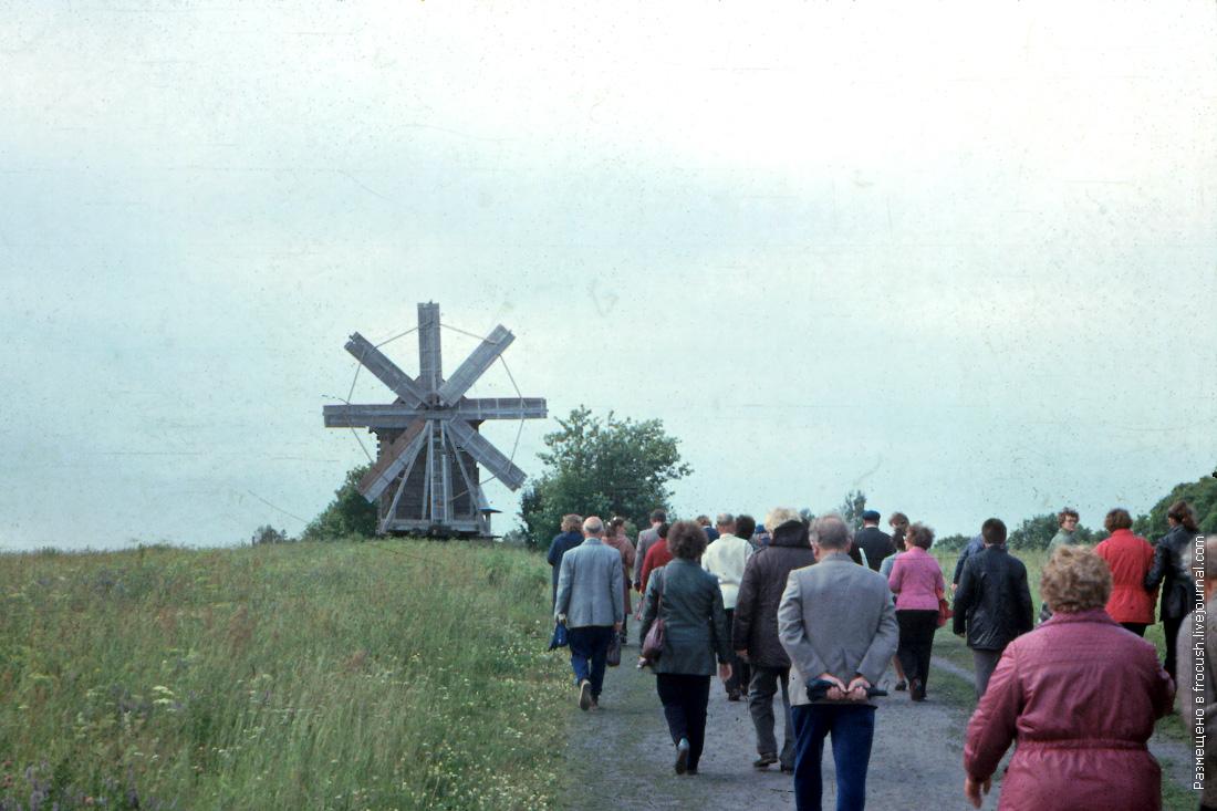 Остров Кижи. Ветряная мельница-столбовка Н.Я.Биканина из деревни Волкостров 1985 год