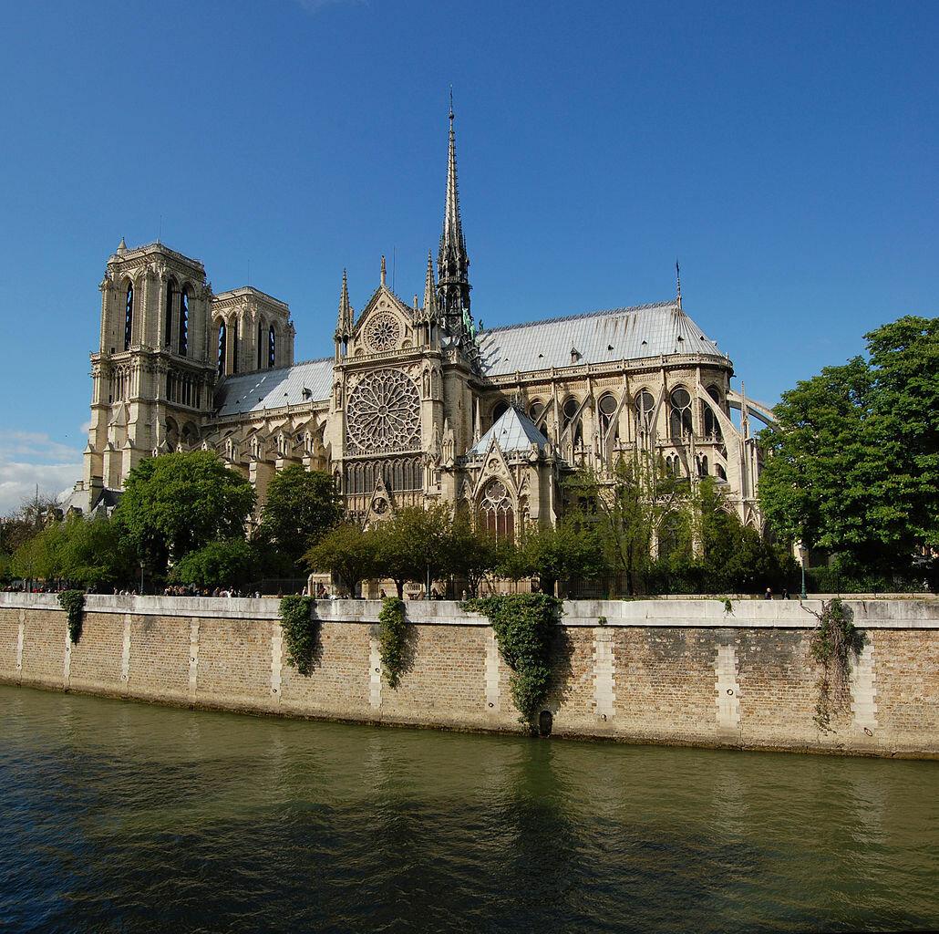 Собор Парижской Богоматери вид с Сены на южный фасад.