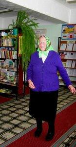 1 октября 2013г. На празднике. Танцует Анастасия Терентьевна.