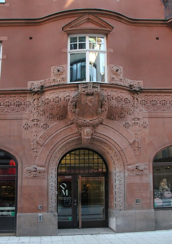 Стокгольм. Торговая улица Дроттнинггатан. Stockholm. Drottninggatan, main maket street.  Sundsvalls Handelsbank, здание  Сундсвалльс банка,