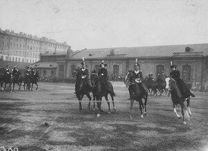 Офицеры бригады со своими дамами на плацу перед началом конных состязаний.