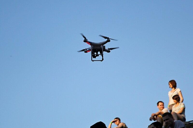 квадрокоптер с камерой в небе на фестивале «Майское дерево 2014»