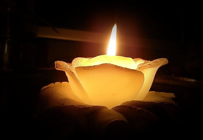 Всего-то, чтоб была свеча средь мрака, тьмы…