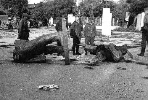 Киев. Памятник Ленину и фашисты.