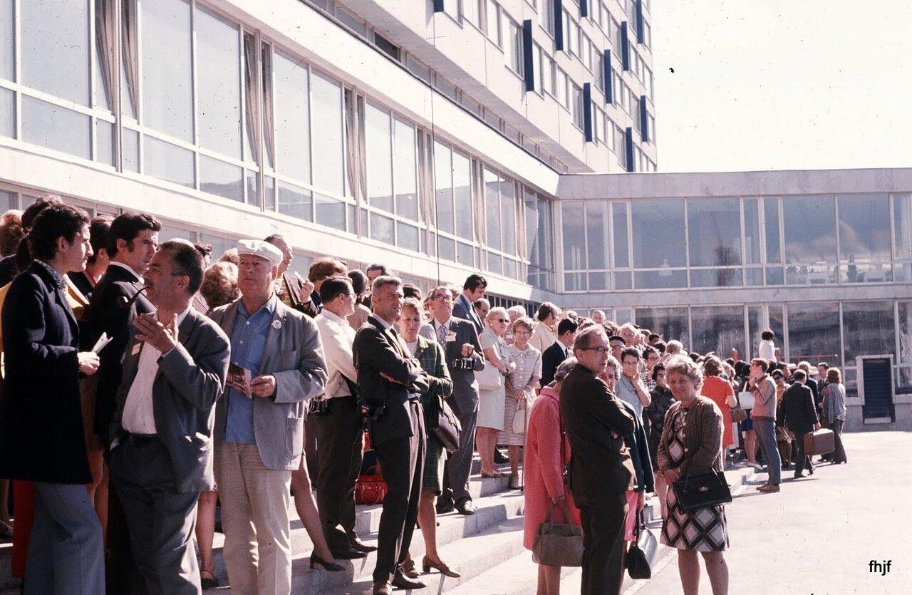 crowd outside hotel