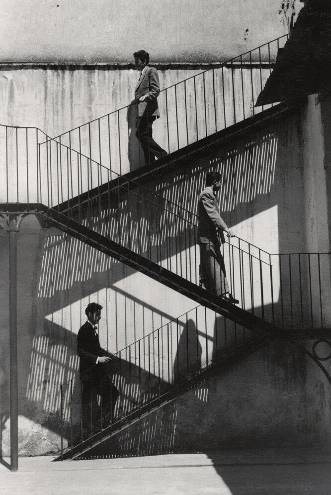 1940. Одни поднимаются, другие спускаются