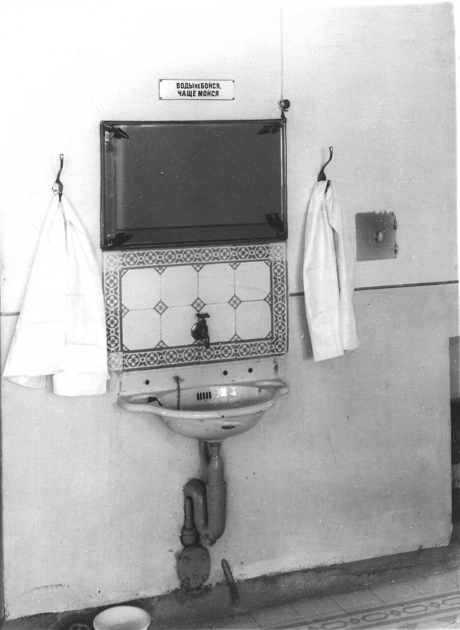 63. Умывальник для детей. 1913