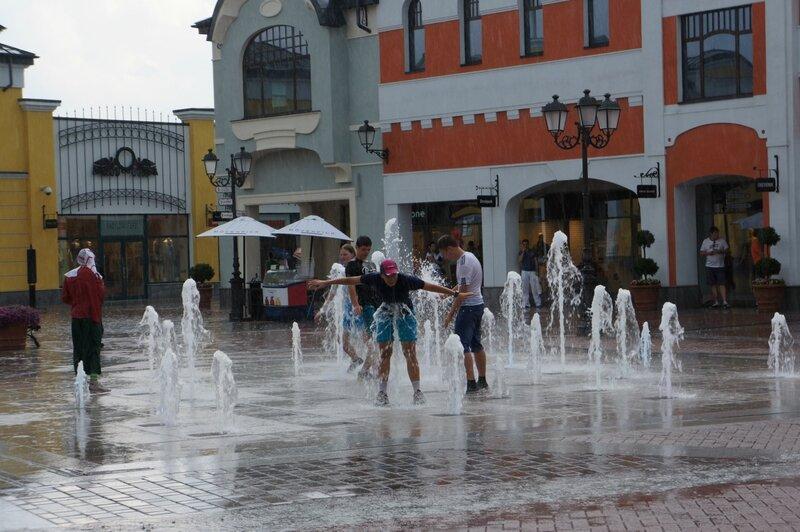Ливень, фонтан, последний день июня