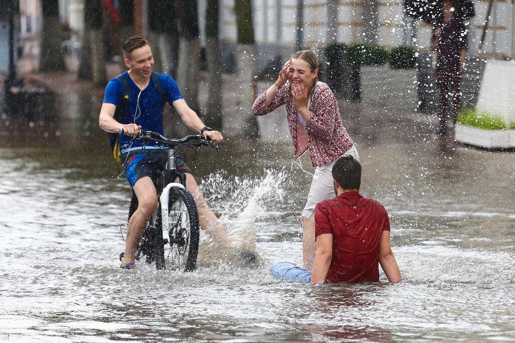 фаянсовых изделий дождь в июне картинки прикольные обои