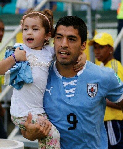 Футболисты с детьми и женами фото