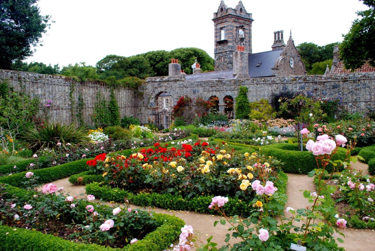 Монастырские сады средневековья фото