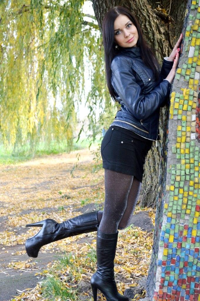 Девушки в кожаных юбках и чулках фото фото 108-418