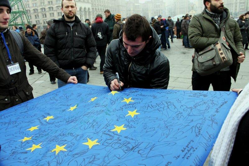 Подпись за евроинтеграцию Украины