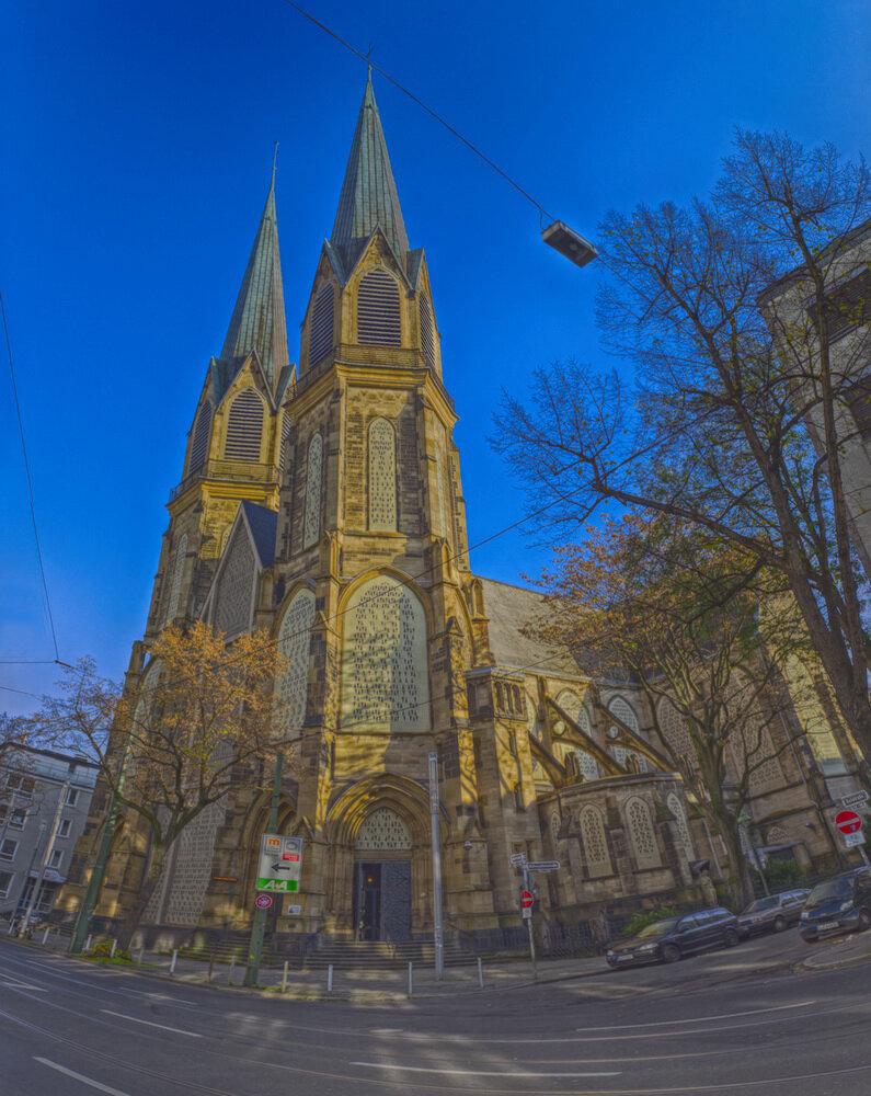 Церковь Непорочного Зачатия Девы Мария в Дюссельдорфе. Пример обработки тонмаппингом.