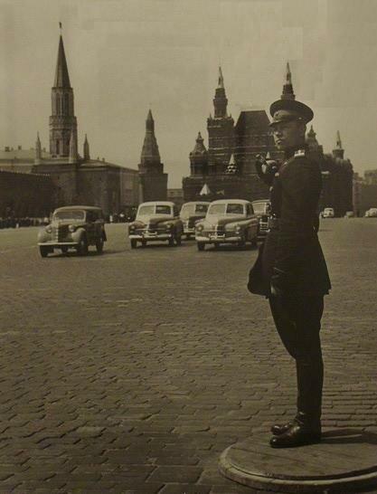 Регулировщик на Красной площади. 1954 год