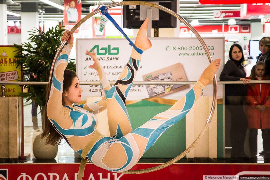 Воздушная гимнастка на обруче в ТРЦ РИО
