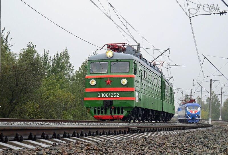 ВЛ80к-252 и ЧС200-004