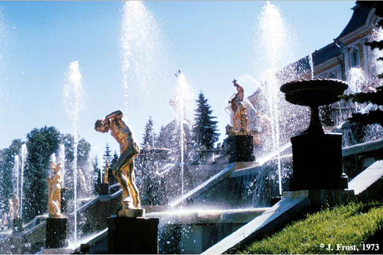 1973. Фонтаны Большого каскада в Петергофе