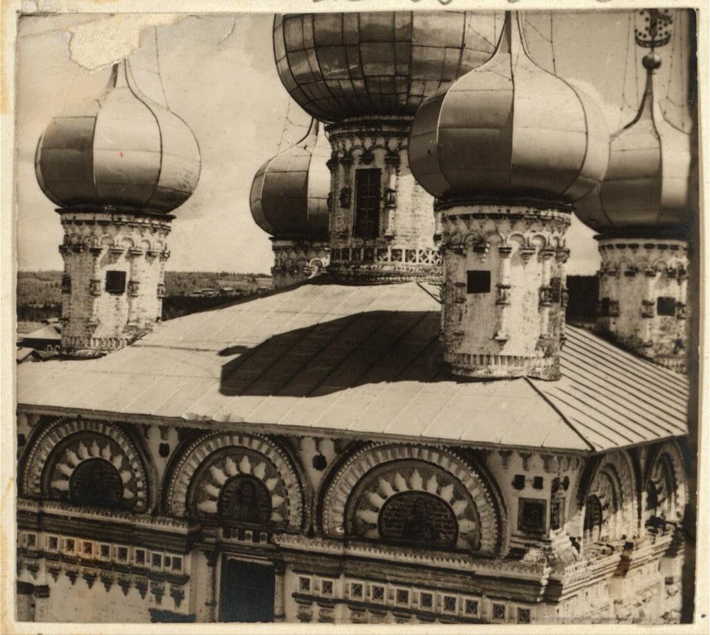 Деталь куполов храма в селе Ныроб. Не ранее 1912.