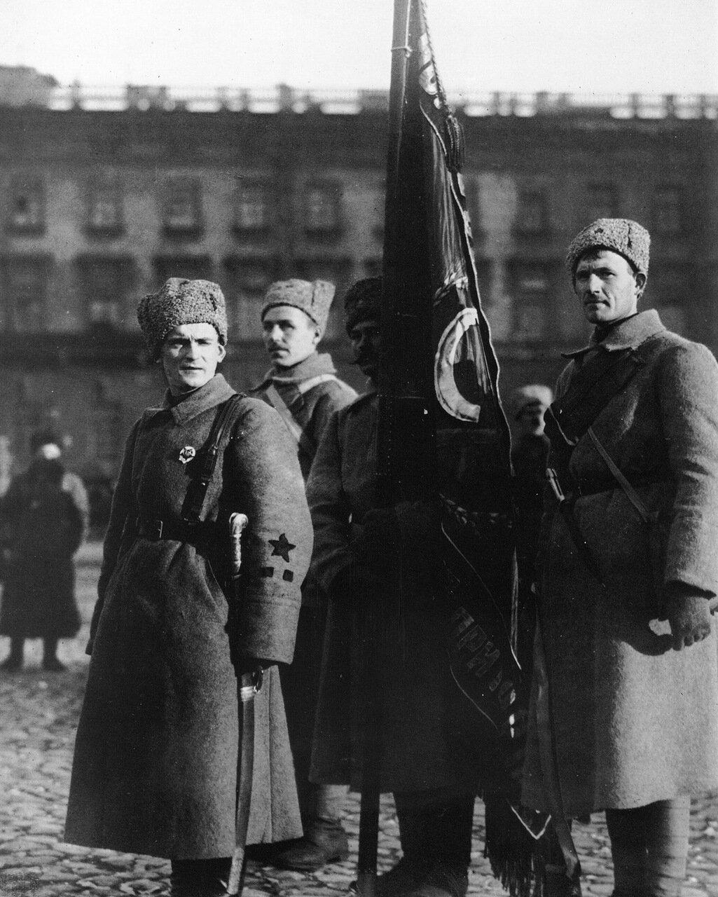 Выпускники курсов командиров Красной Армии.Петроград.1919 год.
