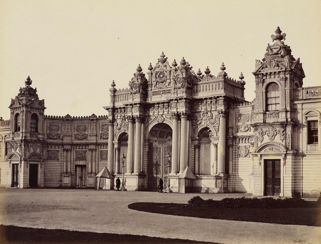 23 мая 1862. Дворец Долмабахче, Южный вход.  Константинополь