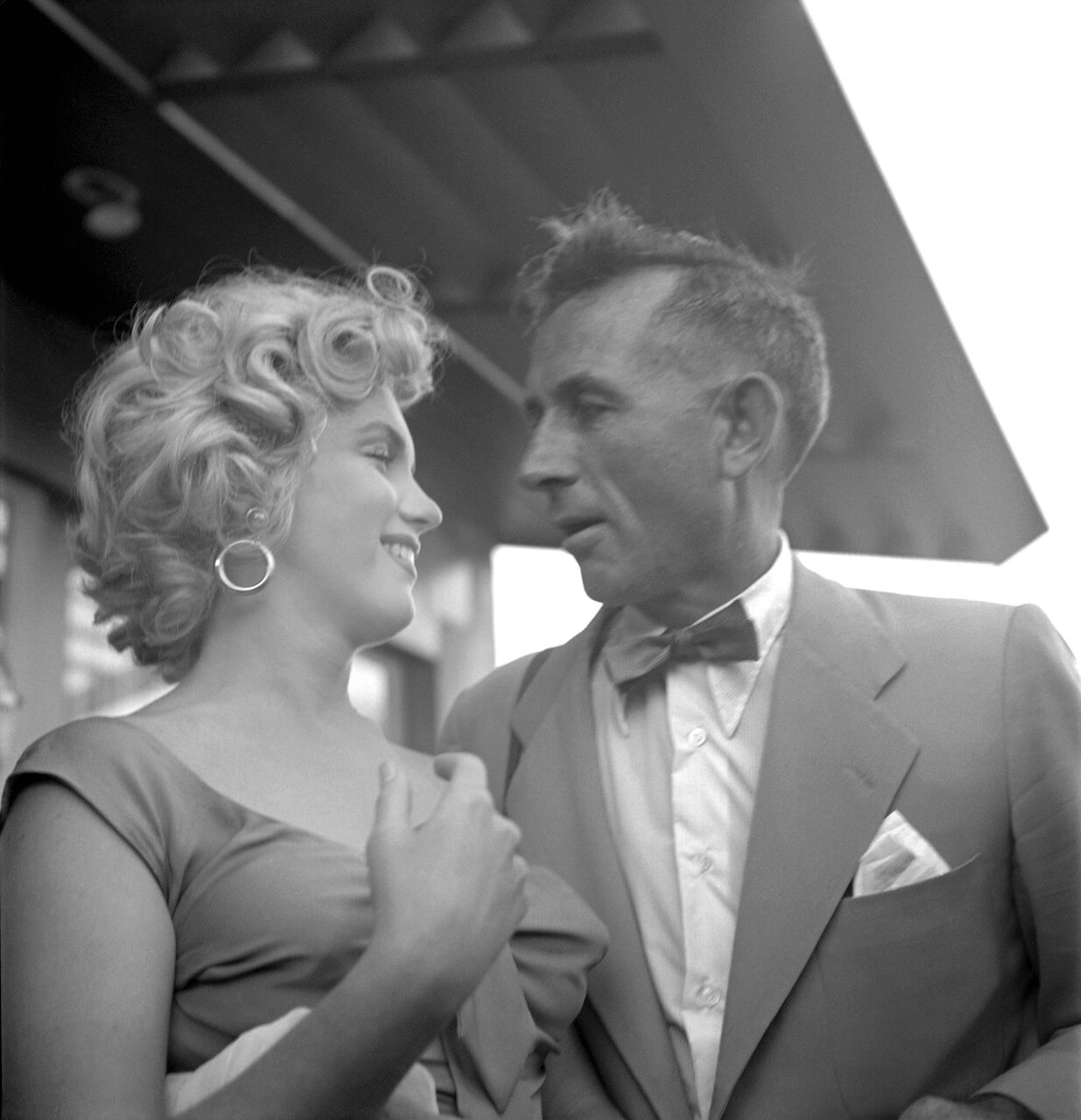 SAN DIEGO - AUGUST 1952:   Marilyn Monroe and photographer Earl Theisen chat at a party celebrating the release of Ray Anthony's song 'Marilyn' in August 1952 in Los Angeles, California.  (Photo by Earl Theisen/Getty Images)