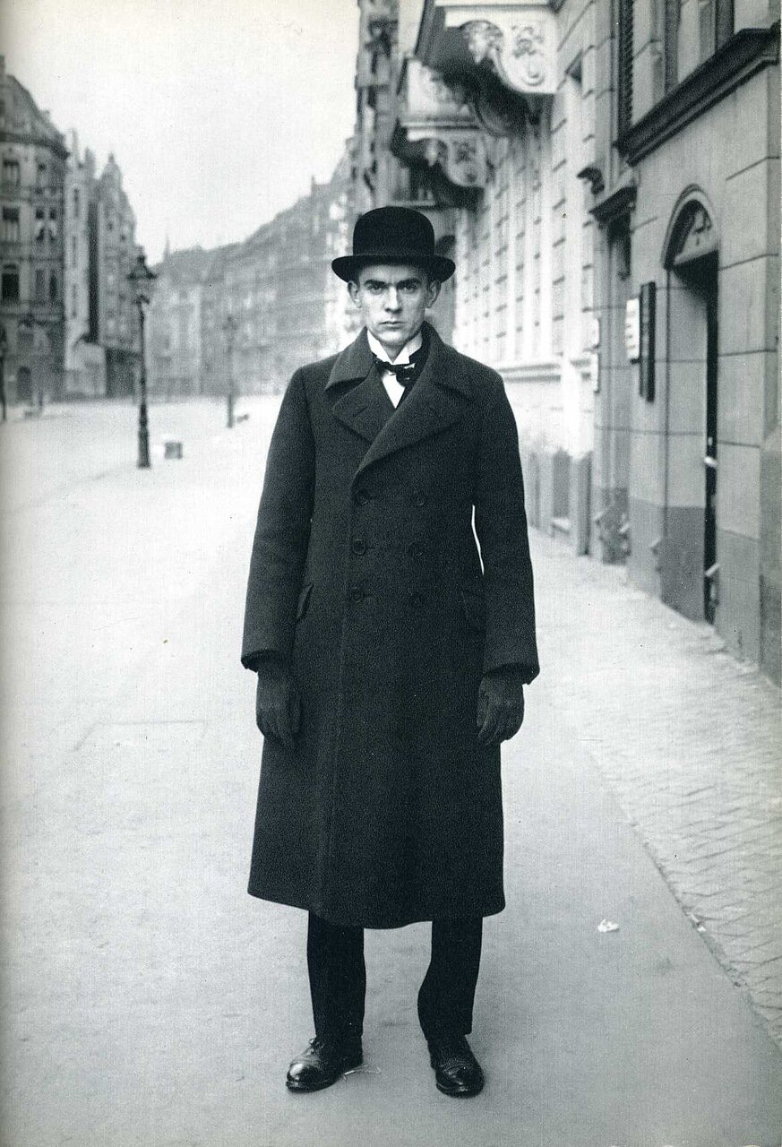 essay on august sander August sander (17 november 1876 – 20 april 1964) and is introduced by an essay by alfred döblin titled on faces, pictures, and their truth.