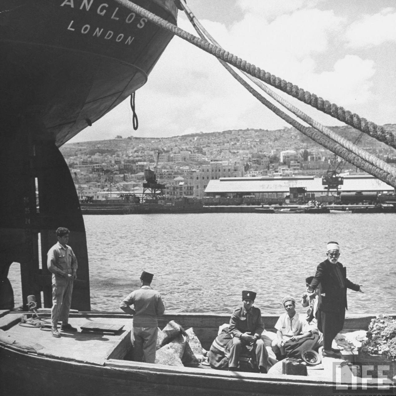 1948. Корабль с арабскими беженцами покидает Хайфу