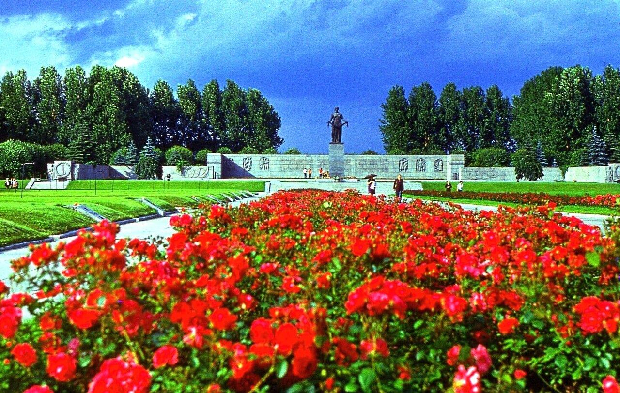 15. Пискарёвское  кладбище
