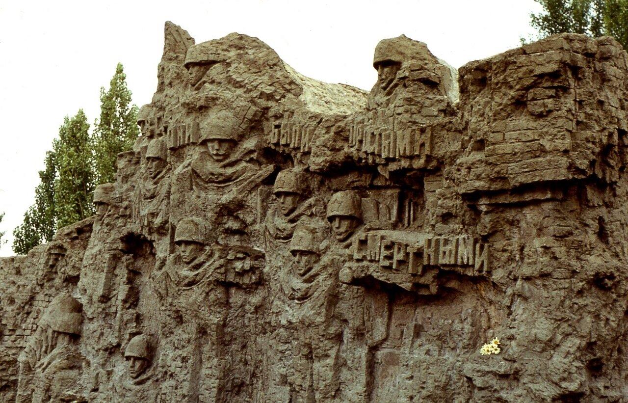 61.  Фрагмент  барельефа