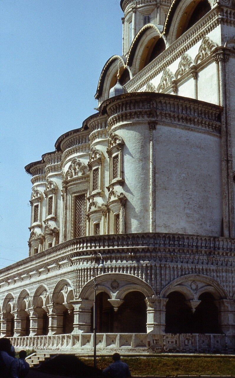 75.  Нижний  ярус  собора