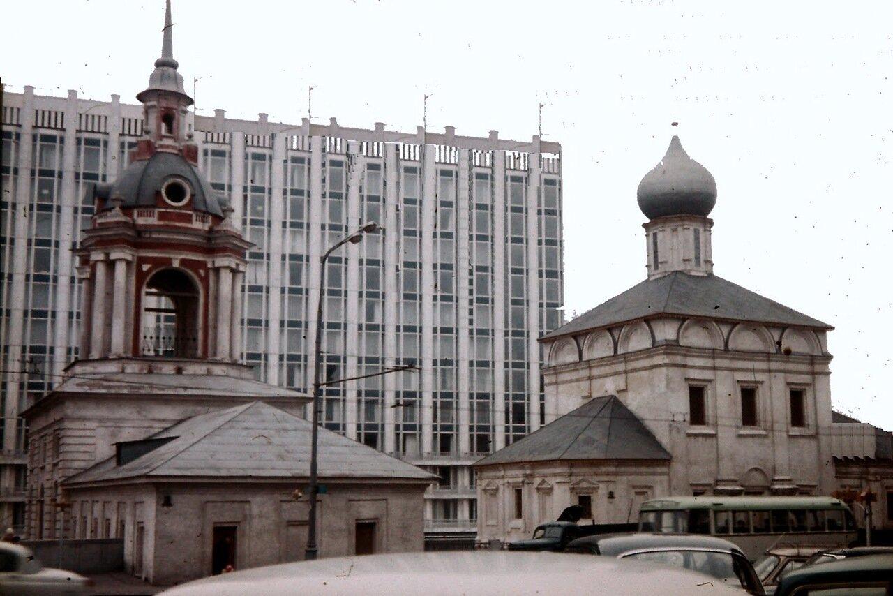 MOSCOU - Le Rossiya était un hôtel trois étoiles, construit à Moscou entre 1964 et 1967