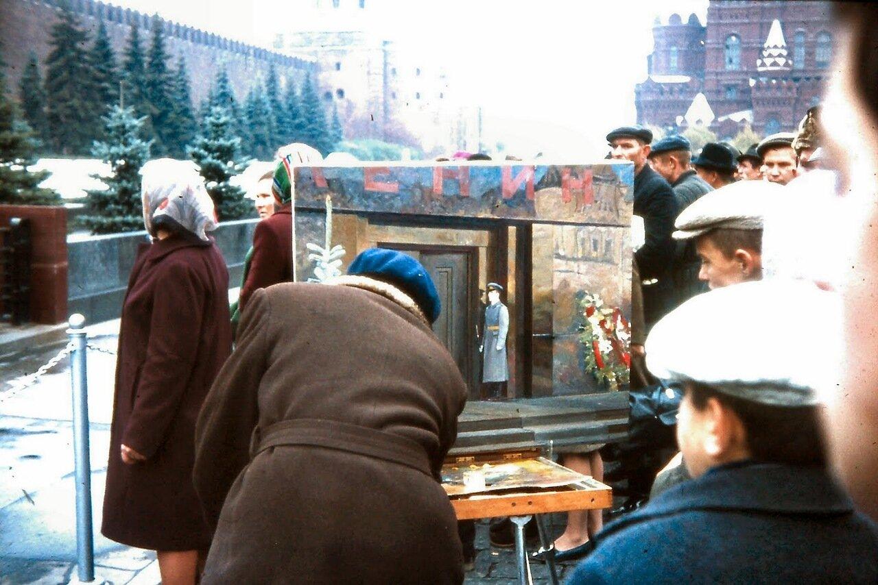 MOSCOU - Devant le mausolée Lénine